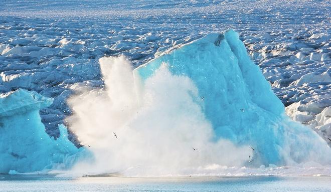 Song bang Greenland tan vo, dau hieu ro rang cua bien doi khi hau hinh anh