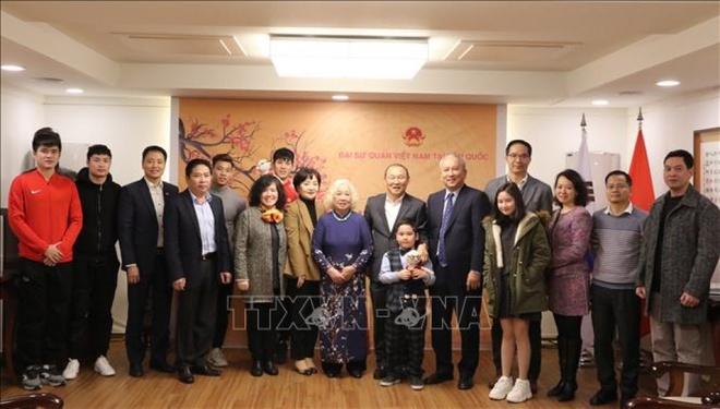 Giao luu cung HLV Park Hang-seo va 4 tuyen thu tai Han Quoc hinh anh 2