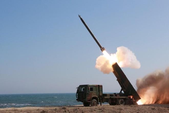 Triều Tiên bất ngờ phóng tên lửa tầm ngắn ra biển