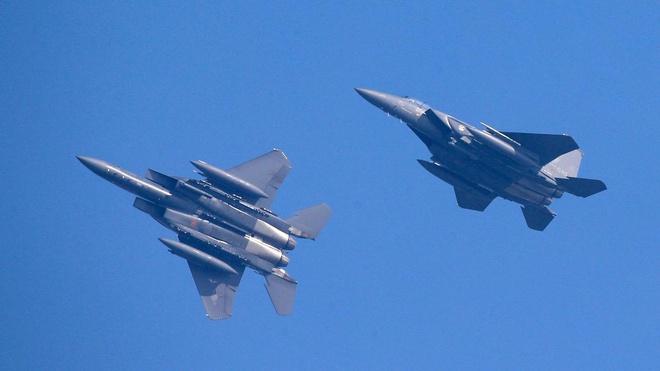 Hinh anh F-15 Han Quoc xuat kich chan may bay nem bom cua Nga hinh anh