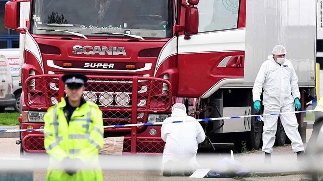 Anh bắt thêm 3 nghi phạm vụ 39 người chết trong xe tải