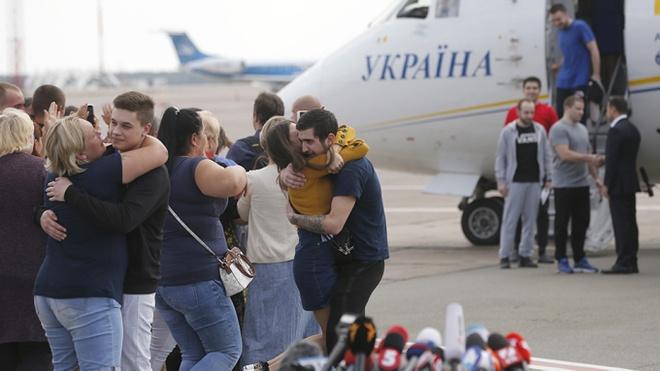 Ukraine trao doi tu binh voi phien quan anh 1