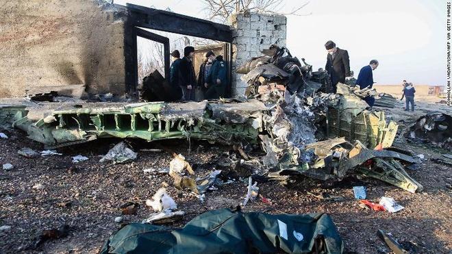 Ukraine khong loai tru may bay cho 176 nguoi roi o Iran do ten lua hinh anh 1 may_bay_roi.jpg