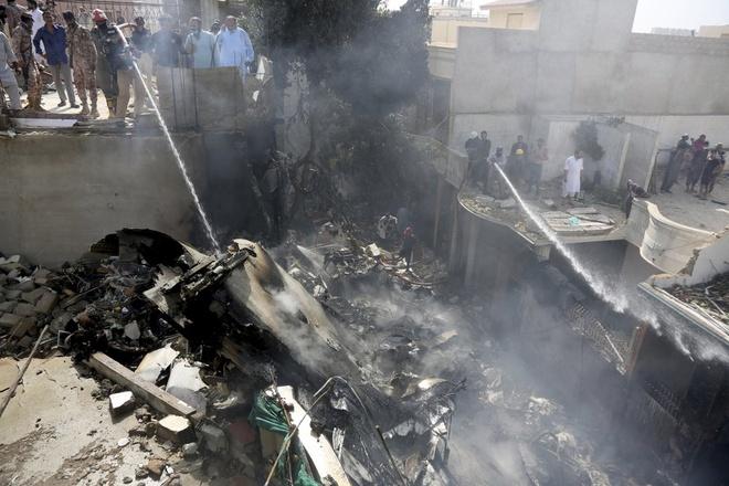 Am thanh 'nhu bom no' khi may bay Pakistan lao xuong mat dat hinh anh 1 mb11.jpg