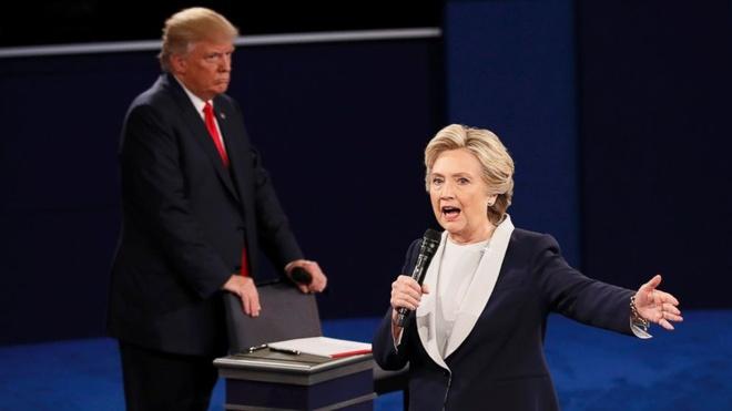 Clinton chi trich Trump anh 1