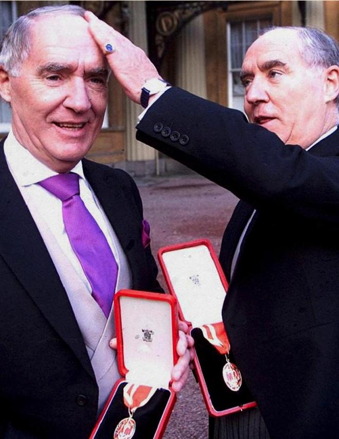 Cuộc chiến khốc liệt trong gia tộc tỷ phú bí ẩn nhất nước Anh