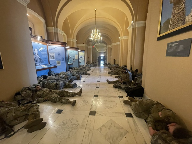 Vệ binh Quốc gia nằm la liệt tại Điện Capitol Ve_binh_2_jpg