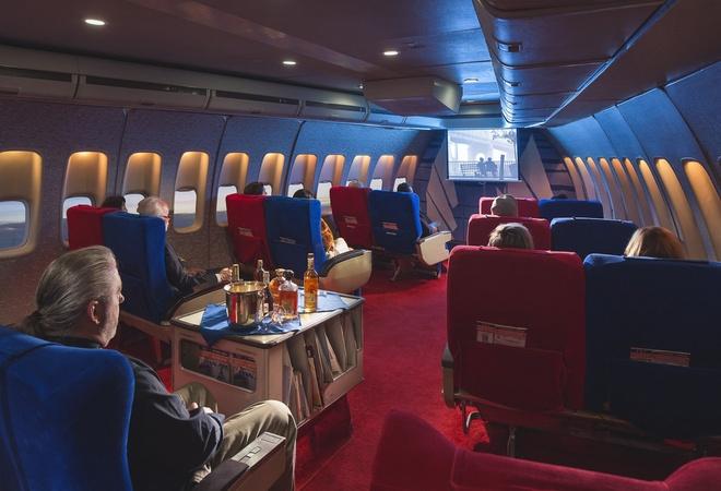 Chuyen bay nam 1960 khac ngay nay the nao? hinh anh 11 ất cả hành khách cùng xem một bộ phim.