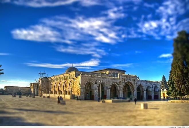 Nhung thanh duong Hoi giao long lay nhat the gioi hinh anh 9 5. Thánh đường Al Aqsa và Dome of the Rock, Jerusalem, Palestine: Còn được biết đến với tên gọi Al-Aqsa và Bayt al-Muqaddas, là địa danh linh thiêng thứ 3 của người Hồi giáo. Dome of the Rock là một ngôi đền nằm trên Núi Đền thờ (Temple Mount) trong thành phố cổ của Jerusalem, Israel.