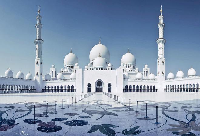 Nhung thanh duong Hoi giao long lay nhat the gioi hinh anh 11 6. Đại thánh đường Sheikh Zayed, Abu Dhabi: Đây là thánh đường lớn thứ 3 thế giới, diện tích tổng thể hơn 22.000m2, với 4 cổng ra vào, có độ cao 11 m so với mặt biển và 9,5 m so với đường phố, vì vậy có thể được nhìn thấy từ mọi hướng.