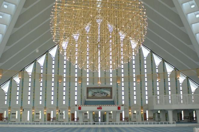 Nhung thanh duong Hoi giao long lay nhat the gioi hinh anh 14 Tên của thánh đường được đặt theo tên nhà vua Faisal bin Abdul-Aziz của Ả Rập Saudi, người đã cấp tài chính cho dự án. Thánh đường rộng hơn 16.400 m2, có sức chứa hơn 74.000 người.