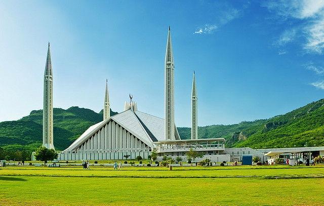 Nhung thanh duong Hoi giao long lay nhat the gioi hinh anh 13 7. Thánh đường Faisal Islamabad – Pakistan: Thánh đường lớn nhất Nam Á và lớn thứ 4 thế giới.