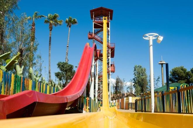 Nhung mang truot gay dau tim nhat the gioi hinh anh 9 King Khajuna, Tây Ban Nha: Nằm trong công viên nước PortAventura ở Salou, Tarragona, Tây Ban Nha, có độ cao 31 m, đường trượt được mở chính thức vào tháng 5/2013, có độ dốc 55 độ, cho tốc độ 6 m/ giây.