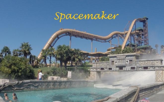 """Nhung mang truot gay dau tim nhat the gioi hinh anh 4 Captain Spacemaker, Italy: Đường trượt nằm tại công viên nước Aqualandia ở Jesolo, Venezia, Italy, có độ dốc 60 độ, cho tốc độ lên tới xấp xỉ 100 km/h. Đây còn được biết tới với tên gọi """"máng trượt của VIP"""" do có nhiều sao tới đây giải trí. Máng trượt có độ cao 40,2 m trước khi đổ xuống một bể bơi bên dưới."""