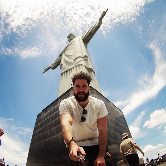Tượng Chúa cứu thế, Rio de Janeiro, Brazil: Đây là một trong những địa điểm yêu thích nhất của tín đồ selfie trên toàn thế giới.