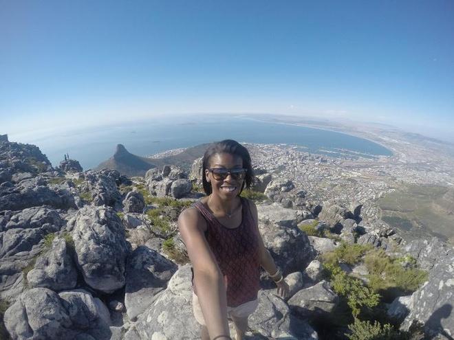 Núi Table, Capetown, Nam Phi: Đến đây bạn sẽ có cảm giác như đứng trên đỉnh cao nhất của thế giới, có thể ngắm toàn thành phố và hòn đảo Robben nơi Nelson Mandela từng bị giam giữ.