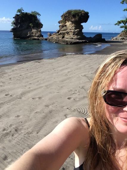 Bãi biển Anse Mamin,St Lucia: Bãi biển nhỏ còn mang vẻ đẹp nguyên sơ với những cột đá độc đáo mọc trên bờ biển.