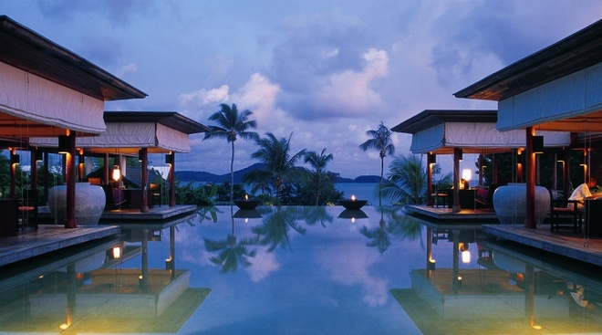 5 khach san dang cap quoc te tai Nha Trang hinh anh 2 Evason Ana Mandara Resort (Trần Phú, Nha Trang): là resort đắt đỏ thứ 2 ở Việt Nam. Resort 5 sao này từng được tạp chí Forbes xếp vào top 50 khu nghỉ mát đáng đến nhất. 68 phòng xây dựng theo kiến trúc truyền thống Việt Nam với nhà mái tranh, sàn gỗ, giường ngủ giăng màn, lối đi trồng đầy hoa. Du khách ở khách sạn có thể học nấu ăn, câu cá dã ngoại, hoặc ăn sáng ngoài khơi trên chiếc thuyền chỉ dành riêng cho hai người. Ảnh: lana-tour