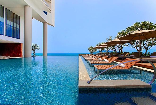 5 khach san dang cap quoc te tai Nha Trang hinh anh 5 Sheraton Nha Trang (26 - 28 Trần Phú): Với 280 phòng nghỉ hướng biển và đều có ban công, khách sạn cung cấp không gian nghỉ ngơi thoải mái với tầm nhìn bao quát vịnh biển Nha Trang. Sheraton Nha Trang có 6 nhà hàng và quầy bar hiện đại, bao gồm Altitude, quầy bar cao nhất tại Nha Trang tại tầng 28. Những tiện ích khác bao gồm hồ bơi ngoài trời với thiết kế tràn bờ độc đáo, Shine Spa với 9 phòng trị liệu hiện đại, phòng tập thể hình Sheraton Fitness mở cửa 24h, Sheraton Adventure Club (khu vui chơi trẻ em), và một trường dạy nấu ăn chuyên biệt. Ảnh: Sheraton