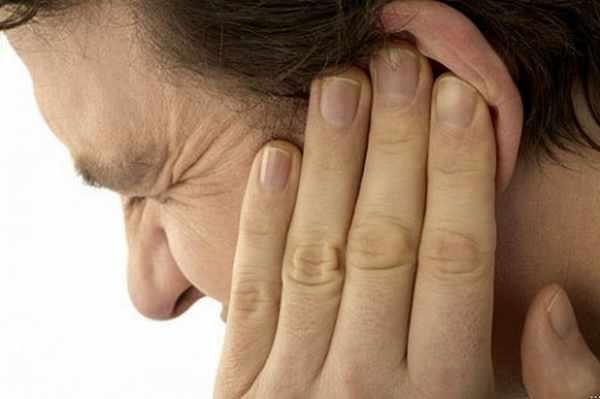 Tuyet chieu tranh u tai khi di may bay hinh anh