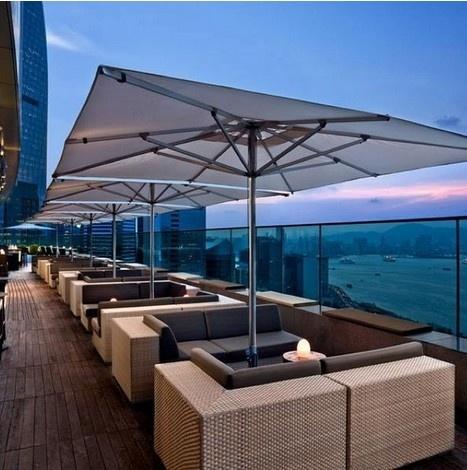 24 gio met nhoai o Hong Kong hinh anh 13 18h: Thưởng thức cocktail và ngắm bến cảng, hoặc đi về phía đông của đảo để khám phá. Quán bar Sugar trên tầng thượng khách sạn East có khu ngắm cảnh ngoài trời với khung giờ khuyến mại từ 17 – 19h.