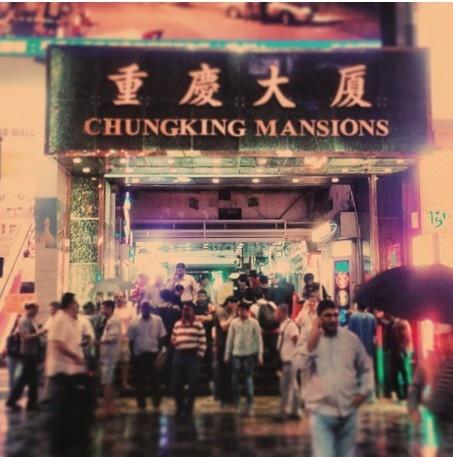 24 gio met nhoai o Hong Kong hinh anh 16 21h: Khám phá khu Chungking Mansions với những nhà hàng Ấn Độ, các nhà nghỉ loại rẻ và bối cảnh phim Chungking Express nổi tiếng của đạo diễn Vương Gia Vệ.