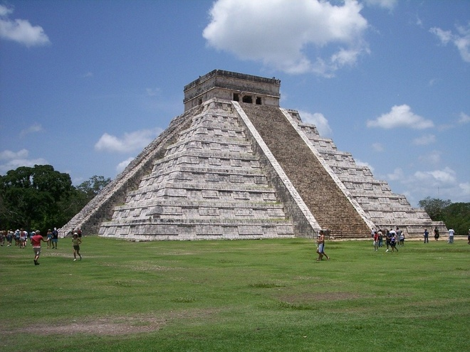 16 cong trinh co dai sung sung voi thoi gian hinh anh 15 Chichen Itza: Nằm ở phía bắc bán đảo Yucatan, Chichen Itza là một trong những thành phố lớn nhất của người Maya với diện tích hơn 5 km2. Ngoài những ngôi đền nhấp nhô, ở đây còn có những bồn tắm hơi, san bóng và hố tự nhiên.