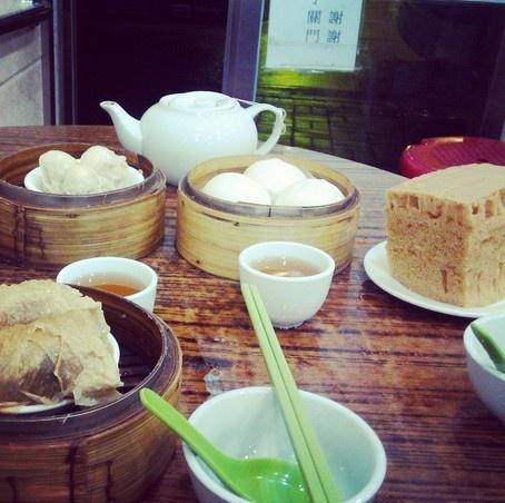 """24 gio met nhoai o Hong Kong hinh anh 22 3h: Ăn bánh bao ở nhà hàng Sun Hing, Kennedy Town, mở lúc 3h sáng, phục vụ đông đảo người lao động, sinh viên và các """"cú đêm"""" thuộc mọi tầng lớp."""