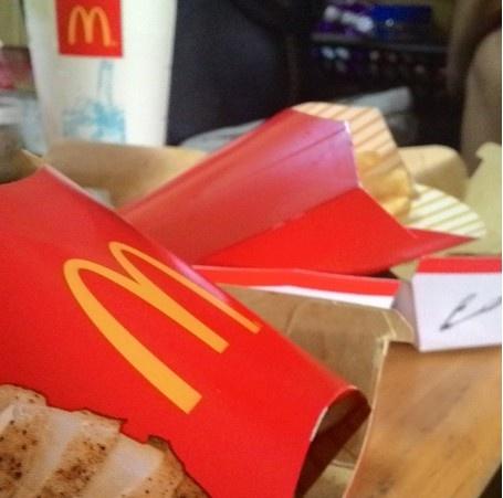 24 gio met nhoai o Hong Kong hinh anh 24 5h: Khi đã mệt nhoài sau 24h không nghỉ, bạn có thể gọi đồ ăn McDonalds giao tận nhà. McDonalds Hong Kong hoạt động 24h, số điện thoại: 2338-2338.