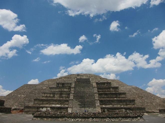 16 cong trinh co dai sung sung voi thoi gian hinh anh 4 Teotihuacan: Nằm ở phía đông bắc Mexico City, đây là một trong những khu kim tự tháp lớn nhất và được bảo tồn nguyên vẹn nhất thời tiền Colombia. Teotihuacan có kim tự tháp Mặt Trời và kim tự tháp Mặt Trăng. Năm 1987, UNESCO đã công nhận thành phố Teotihuacan là di sản thế giới.
