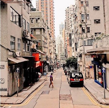 24 gio met nhoai o Hong Kong hinh anh 6 11h: Khám phá PoHo: Nằm ở phía tây SoHo, PoHo là nơi dành cho những người yêu thích nghệ thuật với nhiều quán cà phê dễ thương cùng các phòng tranh trưng bày. Khu vực này có nhiều tòa nhà cổ, những cửa hàng in ấn truyền thống, khác hẳn khu cao ốc trung tâm.