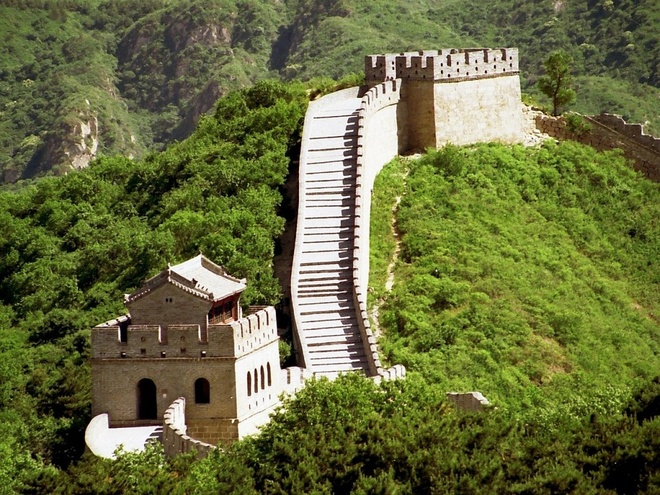 16 cong trinh co dai sung sung voi thoi gian hinh anh 7 Vạn Lý Trường Thành: Được xây dựng từ thời Minh để bảo vệ miền bắc Trung Quốc khỏi giặc ngoại xâm. Bức tường thành dài 20.000 km, ước tính có khoảng 25.000 tháp canh được xây dựng dọc theo bức tường.