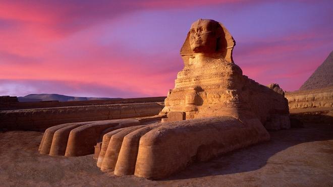 7 buc tuong noi tieng nhat the gioi hinh anh 5 Tượng đại nhân sư ở kim tự tháp Giza, Ai Cập: Tượng được làm bằng đá vôi, với mình sư tử và đầu người. Tượng có 19,3 m chiều ngang và 73,5 m chiều dài, do người Ai Cập cổ xây dựng khoảng năm 2558 trước công nguyên.