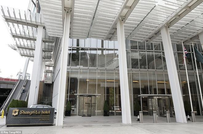 Khách đến Shangri-la không phải dùng thang máy chung của tòa nhà Shard. Một hệ thống thang máy tốc độ cao riêng ở phía đường St Thomas sẽ đưa khách lên thẳng quầy lễ tân ở tầng 35.