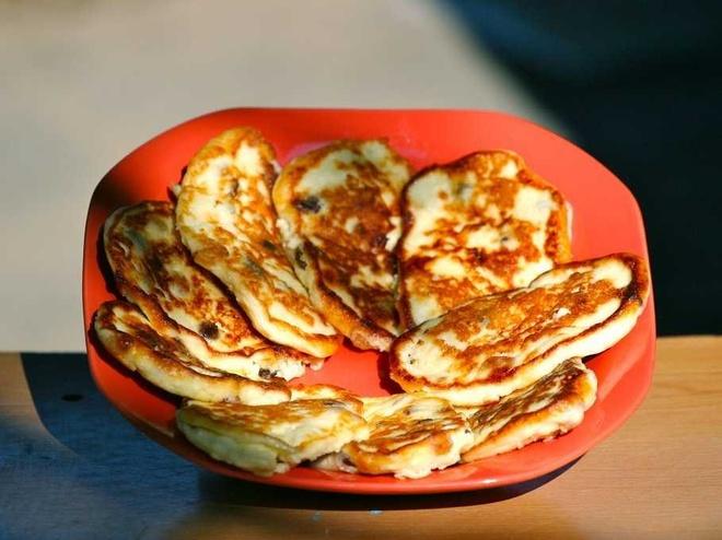 Bua sang o cac nuoc co gi la? hinh anh 18 Nga: Bữa sáng thường là sirniki, bánh pancake phô mai và cháo yến mạch.