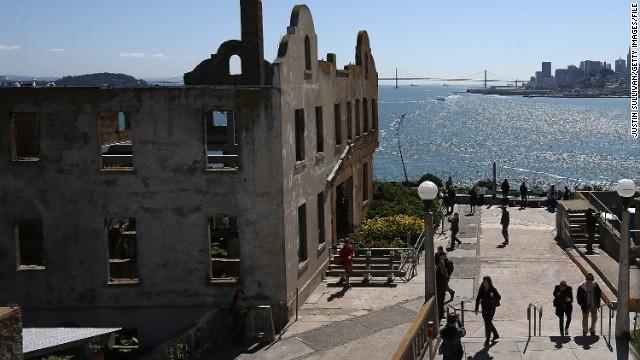 Alcatraz - nha tu hut 1,5 trieu du khach moi nam hinh anh 2 Nhà tù cách đất liền khoảng 2,4 km. Tên A