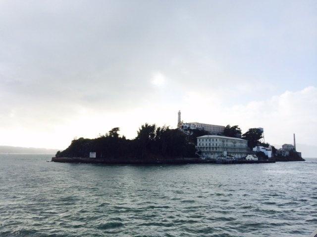 Alcatraz - nha tu hut 1,5 trieu du khach moi nam hinh anh 1 Nhà tù nằm trên đảo Alcatraz ở vịnh San Francisco, Mỹ từ lâu đã nổi tiếng là nhà tù có an ninh nghiêm ngặt nhất nước Mỹ.