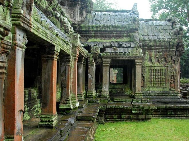 10 dia danh hut khach nhat the gioi hinh anh 1 1. Đền Angkor Wat, Campuchia: Khu Angkor Wat có chu vi gần 6 km và diện tích khoảng 200 ha, nơi cao nhất là đỉnh tháp của ngôi đền chính, có độ cao 65m. Angkor Wat là đền núi duy nhất ở Campuchia có lối vào chính ở hướng tây, hướng Mặt Trời lặn.