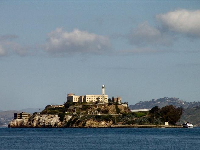 10 dia danh hut khach nhat the gioi hinh anh 8 8. Alcatraz, San Francisco, California:  Hòn đảo này từng là nhà tù nổi tiếng của Mỹ, nơi xảy ra vụ vượt ngục tai tiếng nhất trong lịch sử nước Mỹ. Đó là cuộc đào tẩu của 3 tên tù nhân mà cầm đầu là Frank Lee Morris.