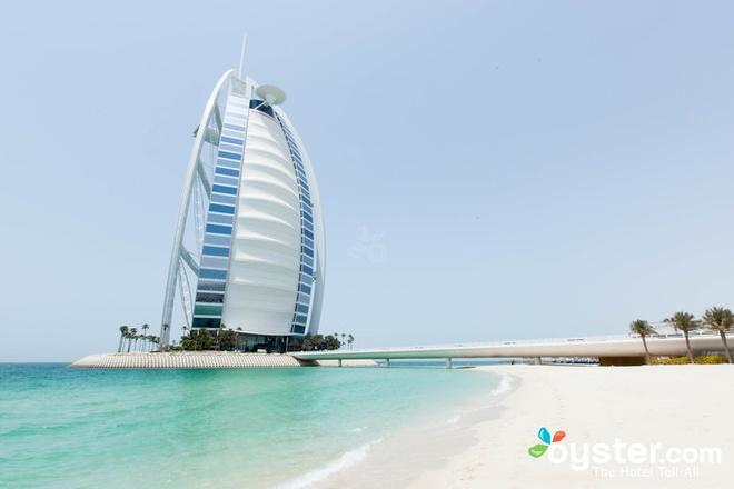 2. Khách sạn Burj Al Arab, Dubai (<abbr class=