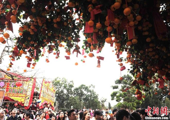 Nhung diem den tam linh tai Hong Kong hinh anh 2 Những tập tục truyền thống và nghi thức tôn giáo này vẫn luôn tồn tại trong lòng thành phố Hong Kong hiện đại, phồn hoa như một phần không thể thiếu của người dân nơi đây. Ảnh: Sina