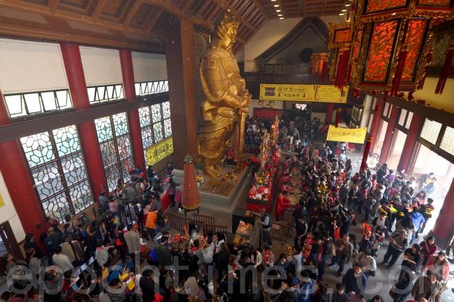 Nhung diem den tam linh tai Hong Kong hinh anh 3 Nét đặc biệt là tại Hong Kong tồn tại rất nhiều loại hình tôn giáo, tín ngưỡng khác nhau cùng tồn tại. Dù bạn theo Phật giáo, Đạo giáo, Nho giáo, Hồi giáo hay Thiên chúa giáo...thì bạn vẫn có thể tìm thấy khoảng không gian tâm linh cho riêng mình ở mảnh đất này. Ảnh: Sohu