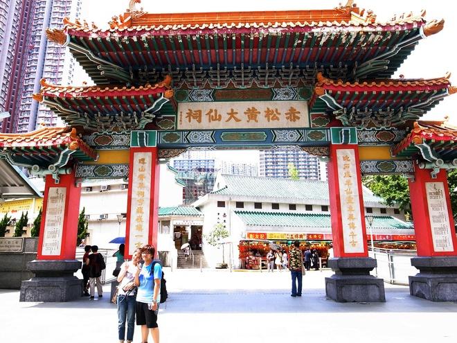 Nhung diem den tam linh tai Hong Kong hinh anh 7 Bên cạnh đó là miếu Hoàng Đại Tiên (Wong Tai Sin) cũng là một địa điểm tâm linh nổi tiếng tại Hong Kong. Miếu thờ cả Khổng Tử, Quan Âm và Lão giáo. Ảnh: Sina