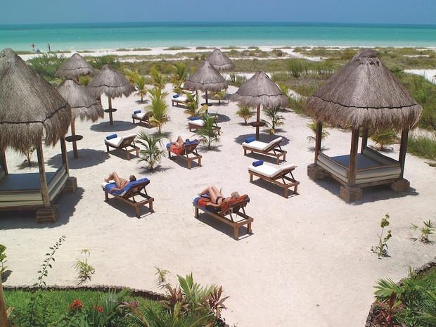 """Phu Quoc vao top 10 bai bien hoang so ly tuong de thu gian hinh anh 4 4. Punta Coco, đảo Holbox, Mexico: Holbox là một hòn đảo nhỏ tách ra từ đất liền ở bang Quintana Roo, Mexico. Bãi biển Punta trên đảo là lựa chọn lý tưởng cho những du khách """"mèo lười"""" với vẻ đẹp yên bình và tĩnh lặng với bãi cát hoang sơ chưa bị nhiều du khách khám phá."""
