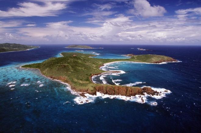 Phu Quoc vao top 10 bai bien hoang so ly tuong de thu gian hinh anh 6 6. Culebrita, Culebra, Puerto Rico: Bãi biển nằm trên một hòn đảo nhỏ chưa phát triển ở Culebra. Trên đảo không có cơ sở vật chất, phương tiện hay nhà hàng nào cả, chỉ có một ngọn hải đăng nhỏ xíu không hoạt động. Làn nước ở đây rất nông, bãi cát trắng như bạc, và đừng quên mang theo đồ ăn khi bạn đến đây.