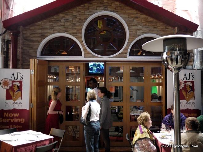 Sai Kung - 'hau hoa vien' cua Hong Kong hinh anh 8 Sai Kung còn là địa chỉ khá có tiếng và được nhiều người châu Âu ưa thích bởi hệ thống bar, club và nhà hàng phong phú. Bạn có thể dễ dàng tìm thấy đa dạng các món ăn của Ấn, Nhật, Thái, Ý hay Mĩ…Tuy vậy, những người Hồng Kông