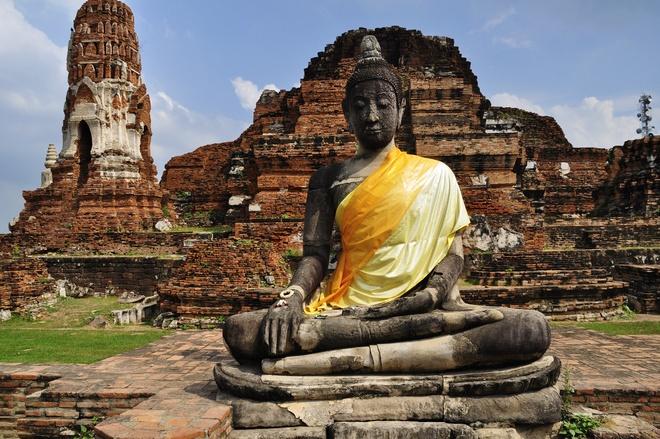 Nhung diem du lich tuyet voi nhat Thai Lan hinh anh 16 Kinh đô cổ Ayutthaya - pháo đài bất khả xâm phạm. Ayutthaya là nơi lưu giữ dấu ấn quá khứ vàng son của kinh đô cổ tồn tại hơn 400 năm từ giữa thế kỷ 14 đến nửa cuối thế kỷ 18. Hiện thành phố này có tới hơn 300 chùa chiền với những tháp dát vàng lấp lánh và những bức tượng điêu khắc tuyệt đẹp. Ảnh: seanogle