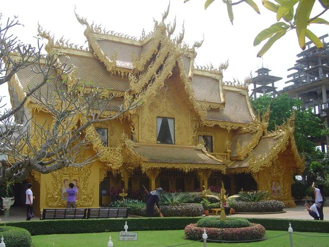 Nhung diem du lich tuyet voi nhat Thai Lan hinh anh 19 Hiện nay, đến với Tam giác vàng của ngày nay, du khách chỉ còn nhìn thấy những thửa ruộng hoa màu, cây trái quanh năm hay các nương chè xanh mướt thuộc dự án của Hoàng gia Thái Lan nhằm cải thiện cuộc sống của người dân. Bạn cũng có thể đi thăm bảo tàng thuốc phiện được xây dựng từ năm 2003, là nơi trưng bày các hiện vật liên quan tới cuộc chiến chống ma túy khốc liệt của các chiến sĩ cảnh sát. Ảnh: zastavki