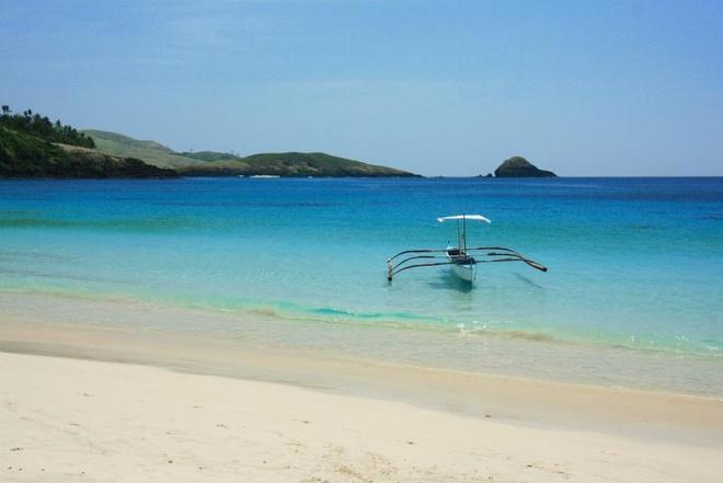 10 bai bien tuyet dep it nguoi biet o Philippines hinh anh 1 1. Quần đảo Calaguas, Camarines Norte: Để đến được quần đảo này hoàn toàn không phải là việc dễ dàng. Tuy nhiên, nơi đây có bãi biển Long Beach được coi là một trong những bãi biển đẹp nhất Philippines với làn nước trong vắt, bãi cát trắng tinh. Du khách có thể bay đến sân bay gần nhất ở Naga để đến bãi biển này.