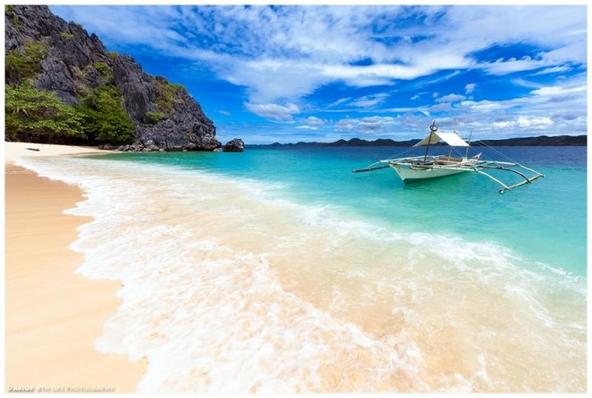 10 bai bien tuyet dep it nguoi biet o Philippines hinh anh 7 7. Đảo Black, Busuanga, Palawan: Palawan là một trong những điểm được du khách yêu thích ở Philippines với nhiều hoạt động lặn biển thú vị. Tuy nhiên, ít người biết đến đảo Black nên hòn đảo vẫn còn rất vắng vẻ và hoang sơ. Ngược với tên gọi của hòn đảo, ở đây không hề có cát đen mà là bãi biển cát trắng nguyên sơ và làn nước trong vắt như pha lê.